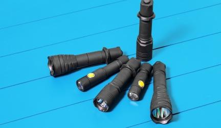 Lampe Torche Tactique Puissante et Rechargeable pour le Camping – Avis et Guide d'achat 2020